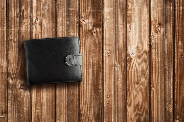 500人の女性に聞きました!30代男性に持って欲しい財布のブランドは?