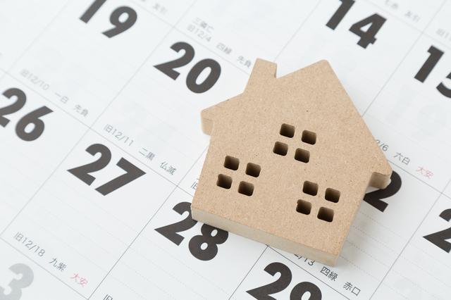 カレンダーと家
