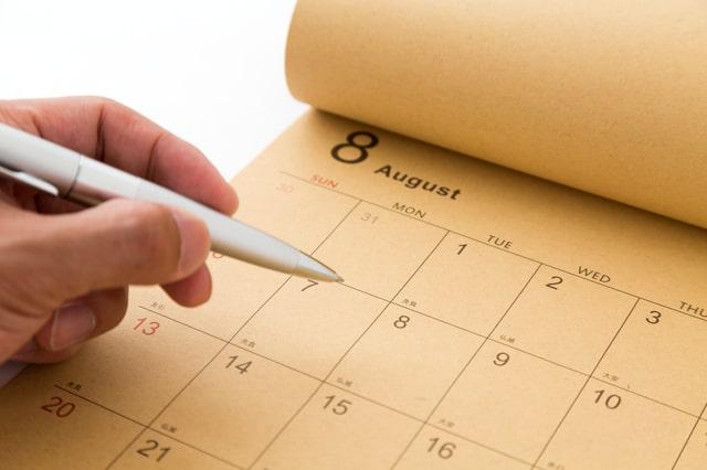 カレンダーに書き込む手
