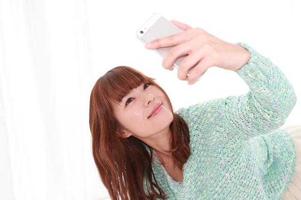 婚活サイトのプロフィール写真を自撮りするコツ 撮り方やアプリなど