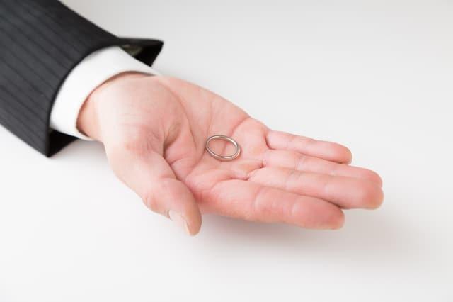 バツイチ男性の恋愛心理 子持ち・子なし双方の再婚リスクに備える